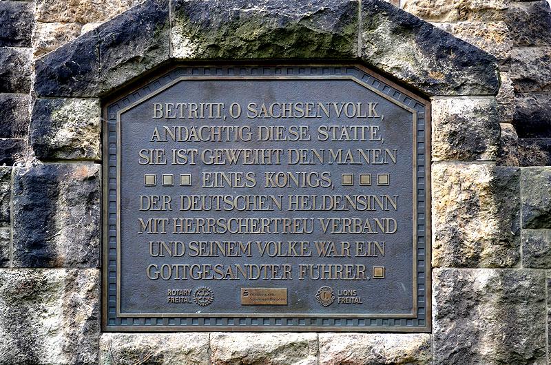 Inschrift auf der Bronzetafel Windbergdenkmal Freital