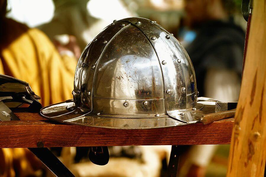 Glänzender Helm