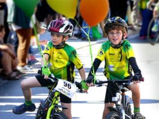 Kids auf dem Fahrrad Festumzug Tharandt