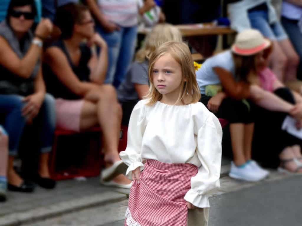 Kleines Mädchen Festumzug Tharandt