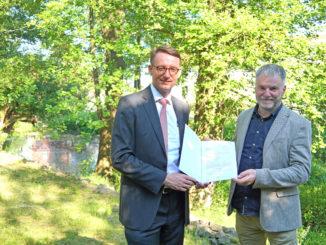 Staatsminister Prof. Dr. Roland Wöller (l.) und Oberbürgermeister Uwe Rumberg
