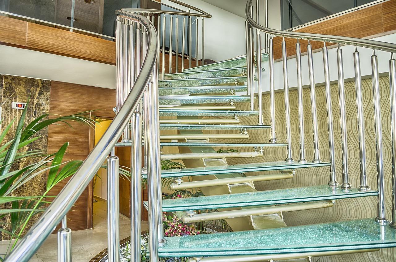 Glastreppe mit Halterung