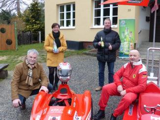 v.l.n.r. Freitals Oberbürgermeister Uwe Rumberg, Anja Rambow (Lichtenauer Mineralquellen), Uwe Tschuschke (Feldschlößchen-Brauerei) und Organisator Thomas Käfer